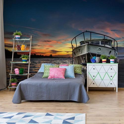 Barca de pescuit la apusul soarelui - fototapet